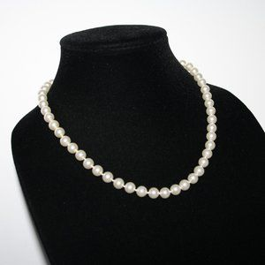 """Vintage Jewelry - Classic white vintage tied pearl necklace 18"""""""